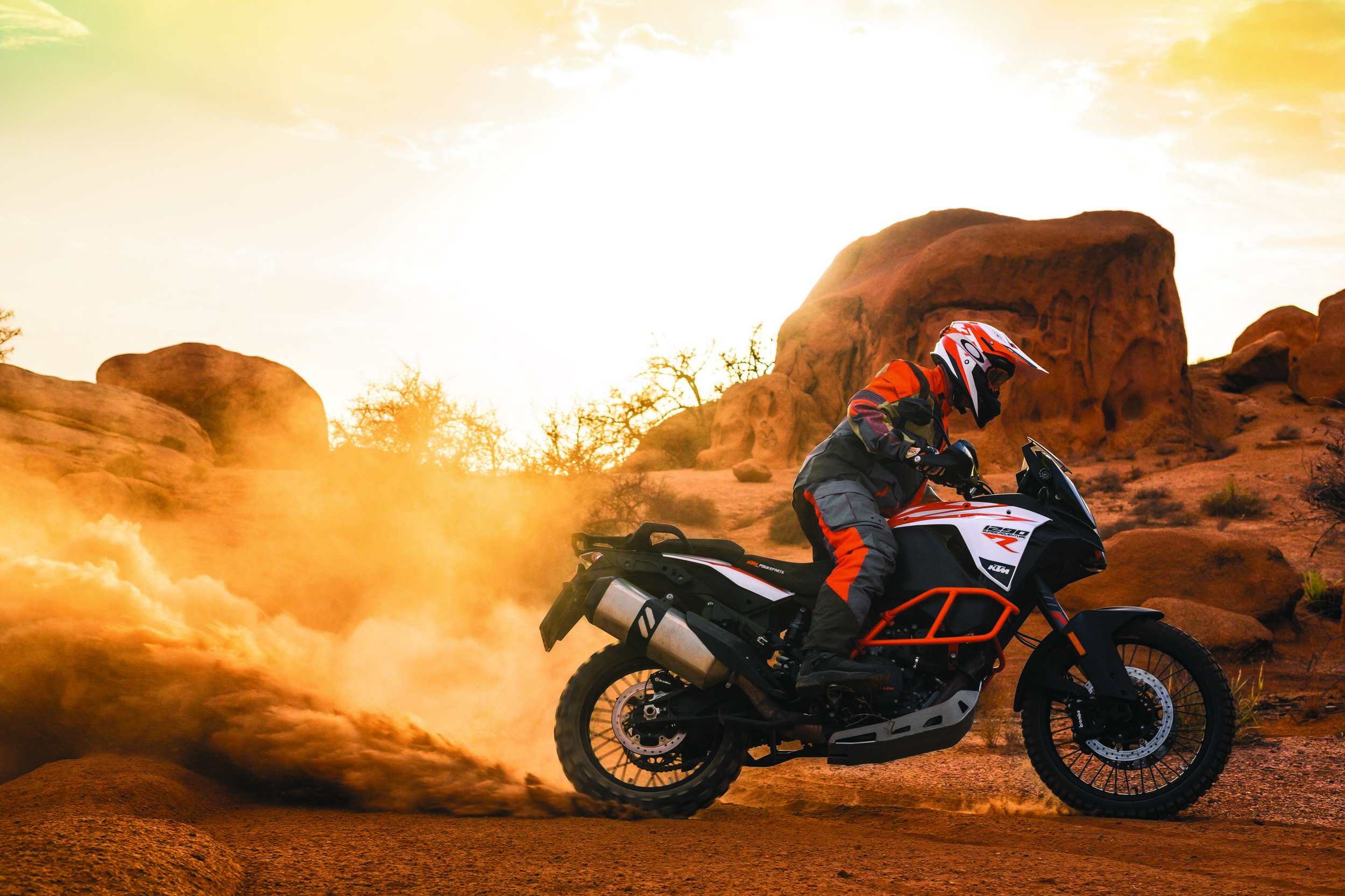 KTM 1290 SUPER ADVENTURE R_Action 03.jpg