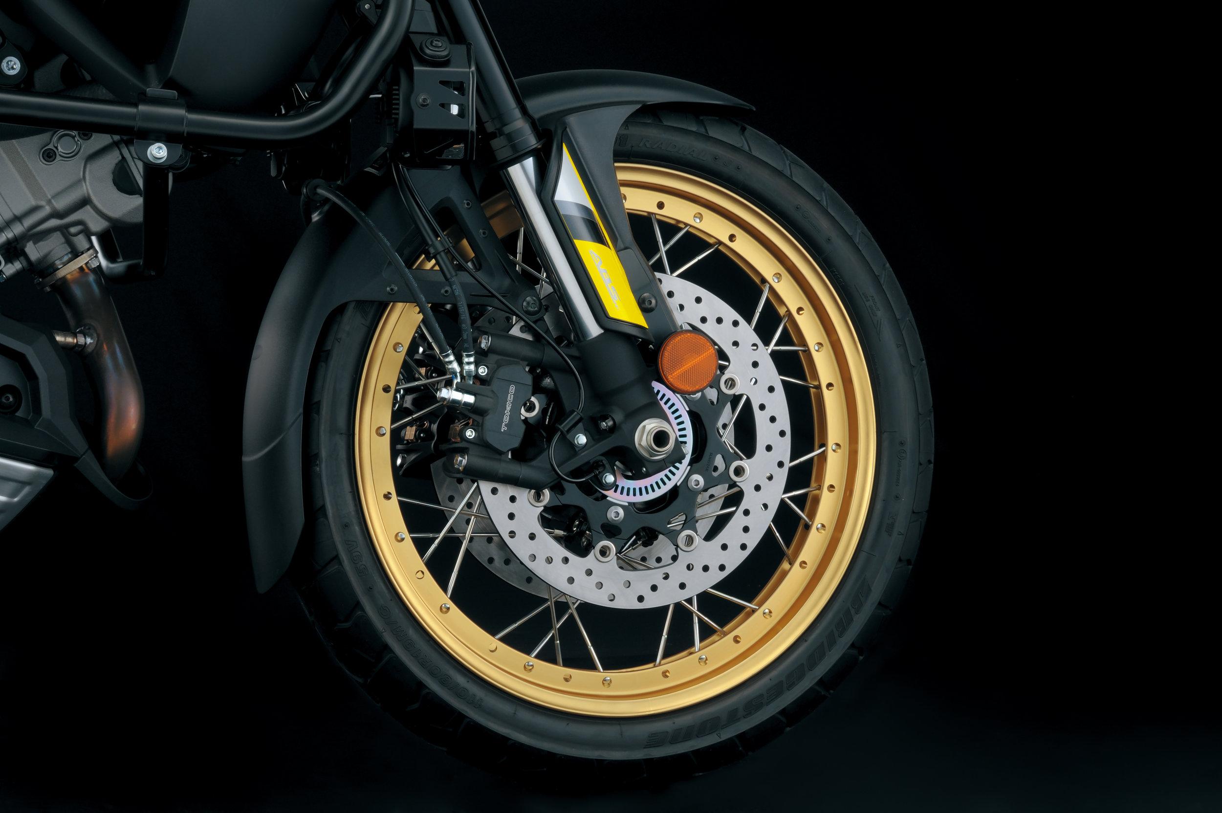 DL1000XAL8_Front_spoke_wheel.jpg