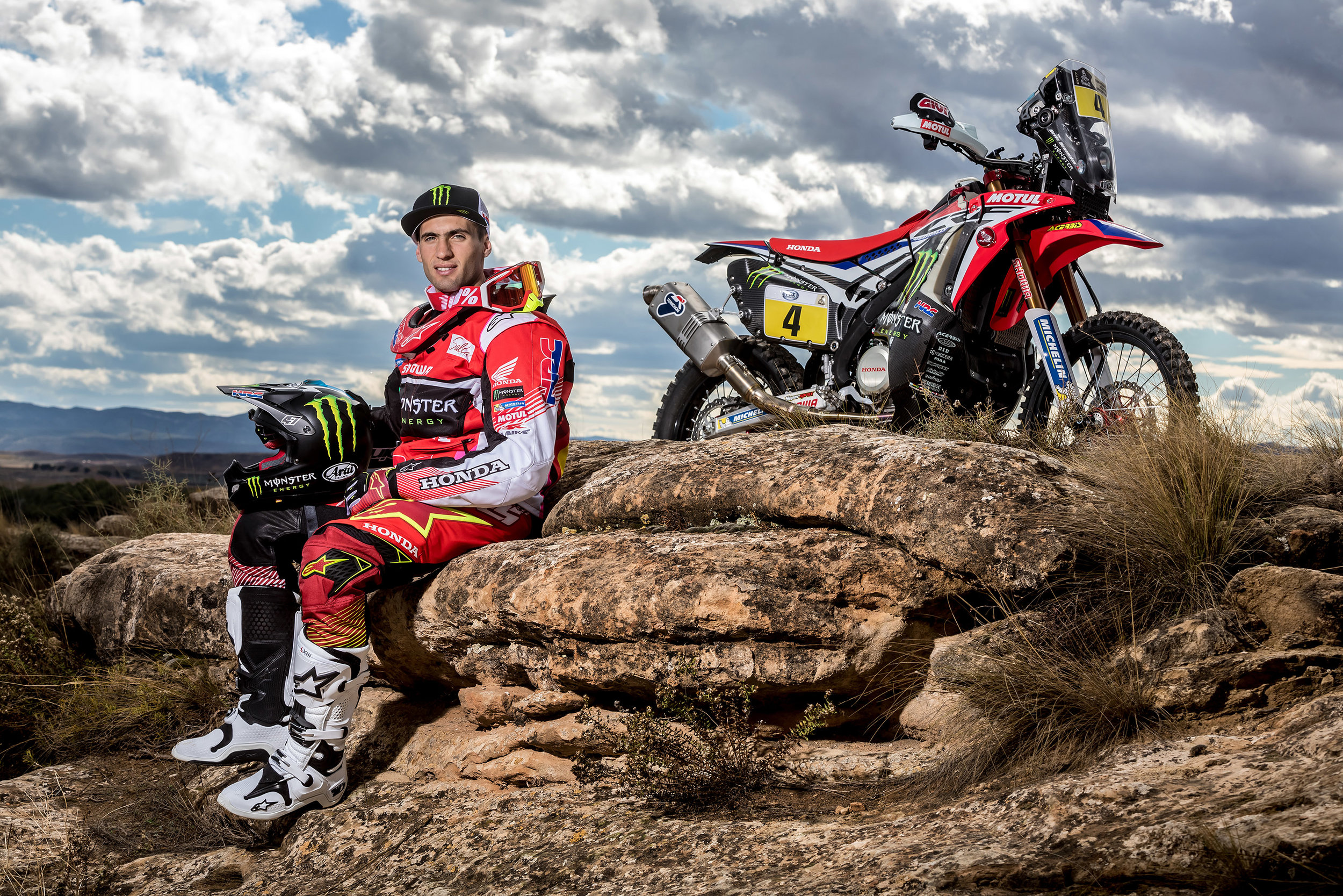Kevin Benavides and the CRF450 RALLY.jpg