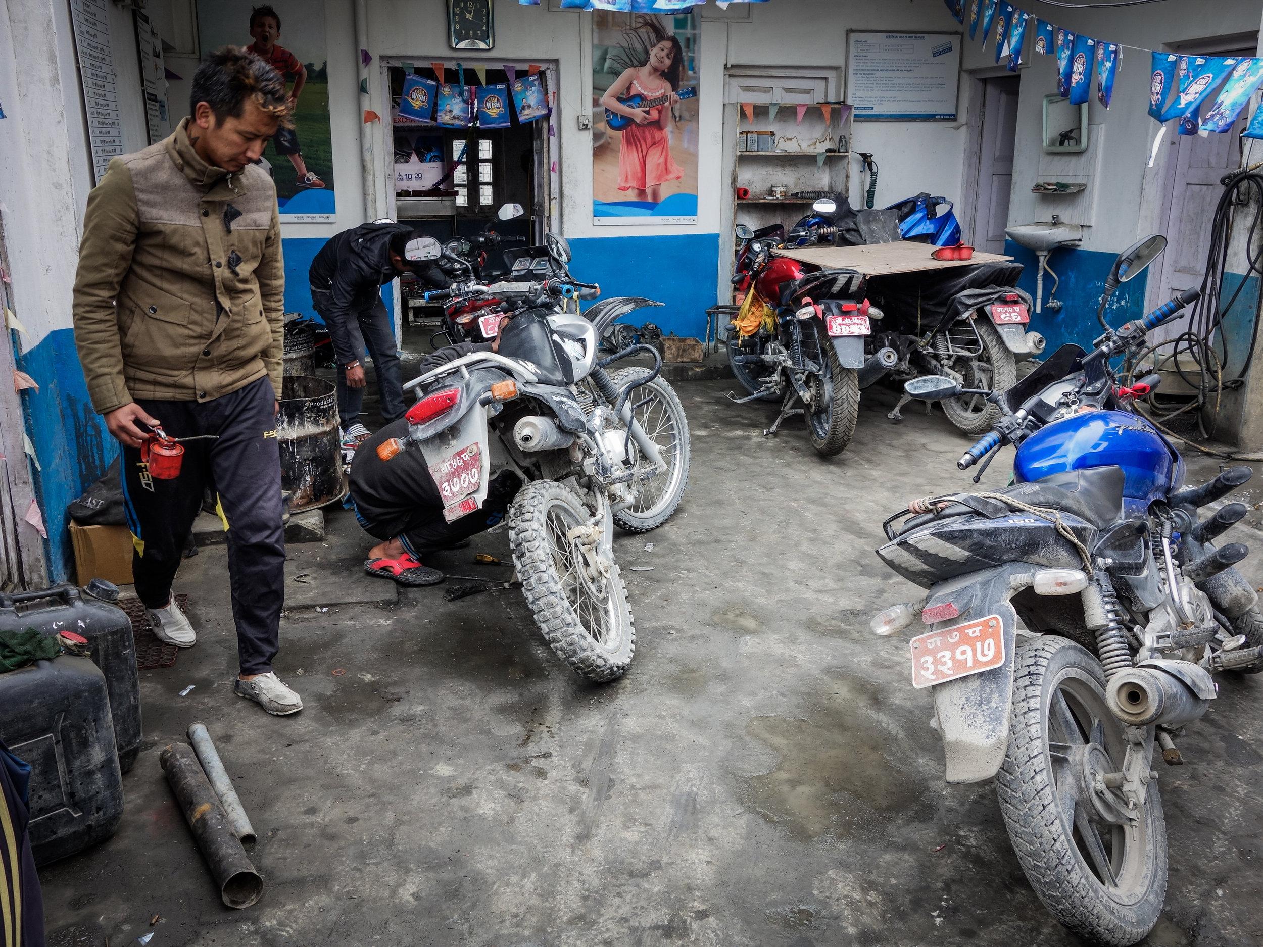 TWHMC-nepal-motorcycle-adventure-2016-03878-2.jpg