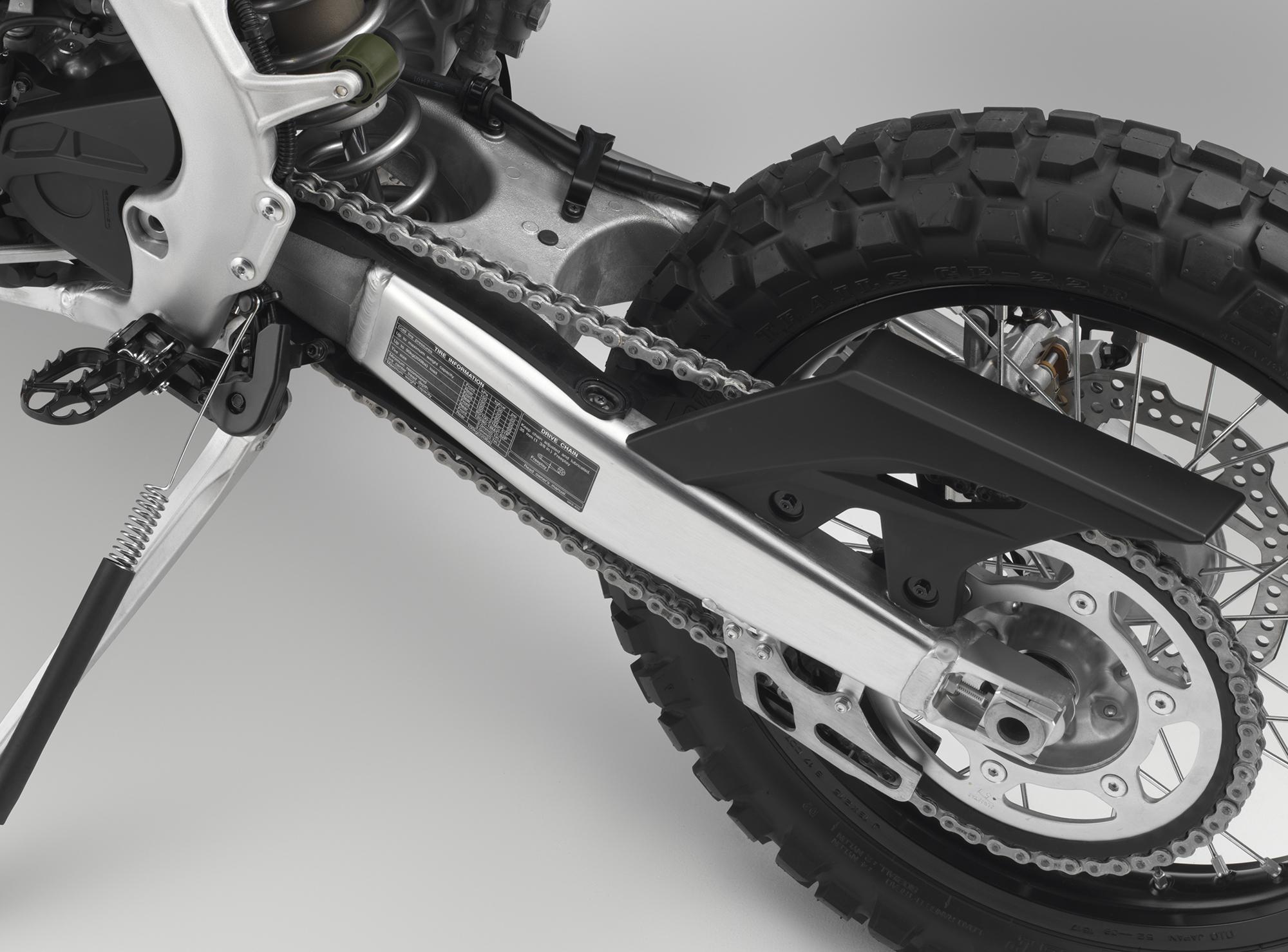 19 Honda CRF450L_swingarm.jpg