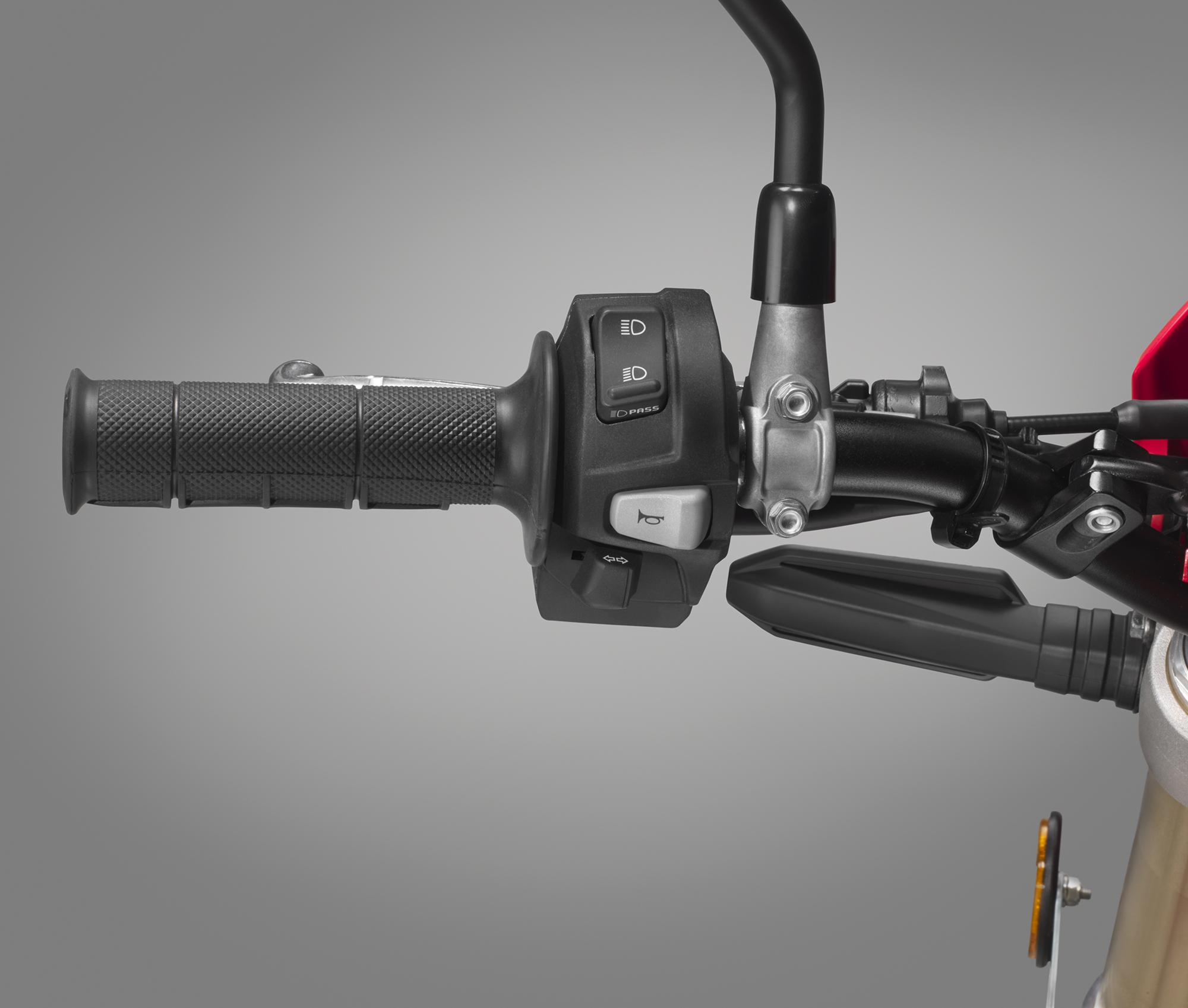 19 Honda CRF450L_handlebar switch L.jpg