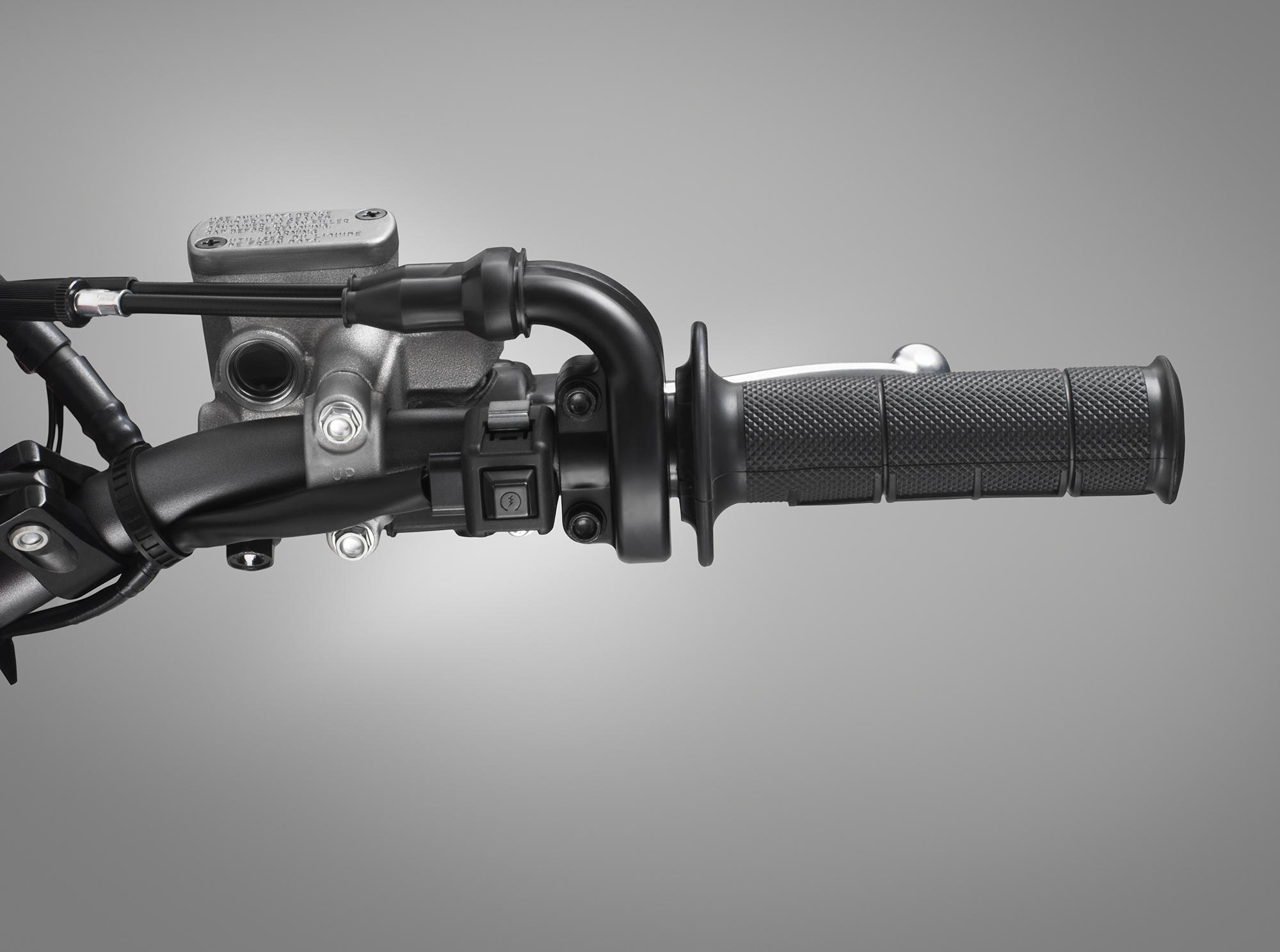 19 Honda CRF450X_start button.jpg