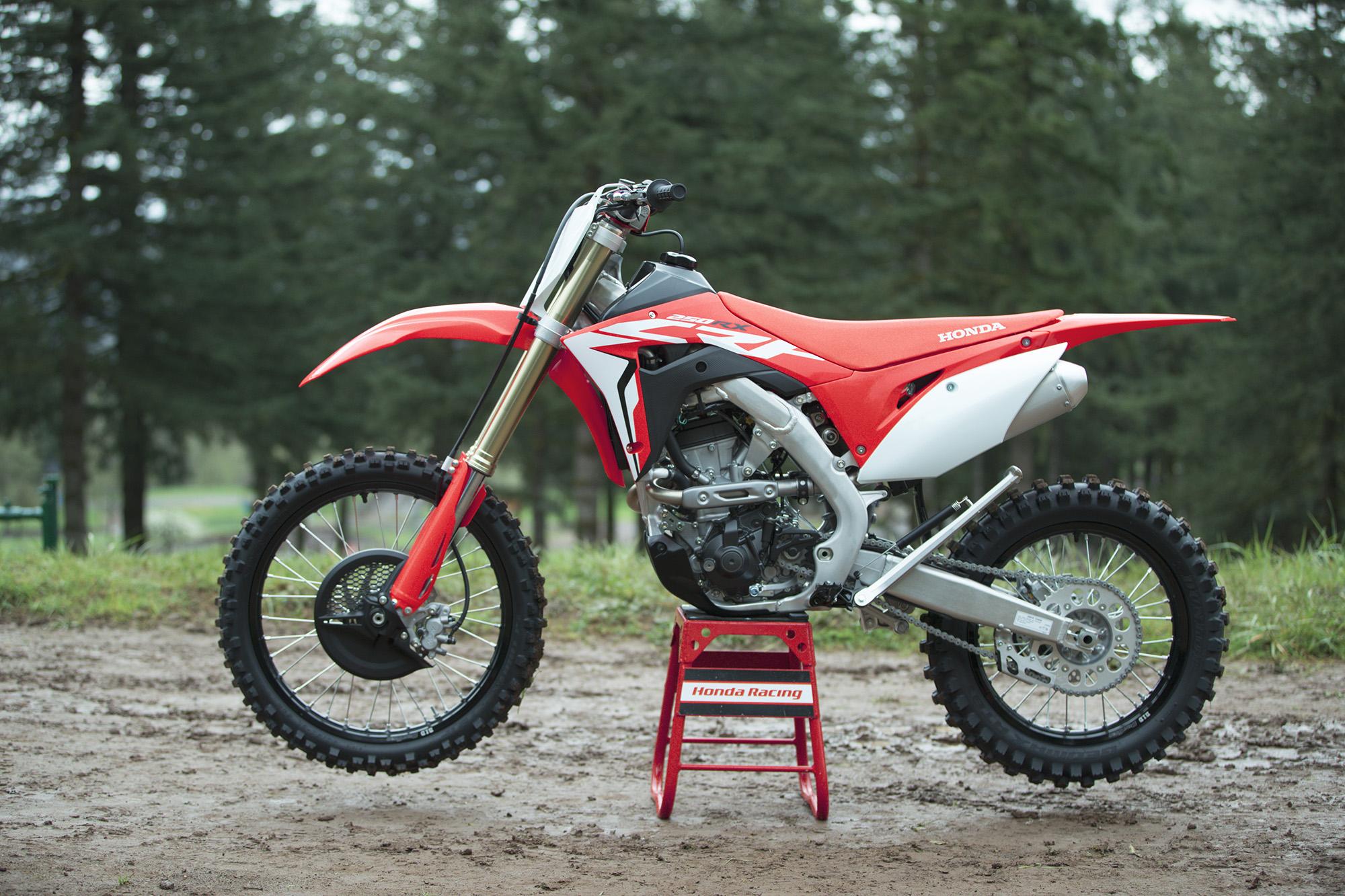 19 Honda CRF250RX_Beauty_1.jpg