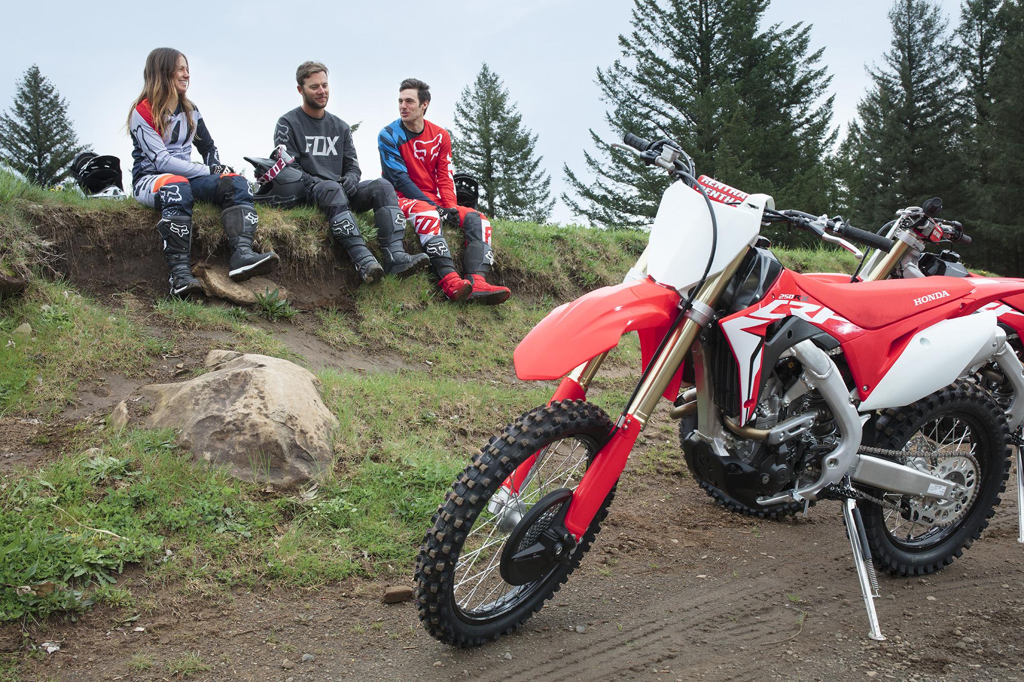 19 Honda CRF250RX_Lifestyle_4.jpg