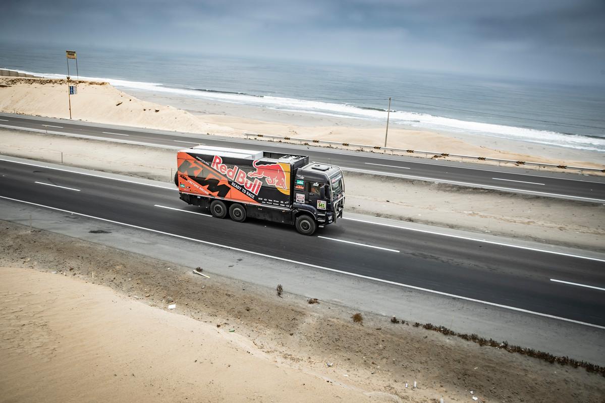 Red Bull KTM Team Truck Dakar 2019 © Marcin Kin
