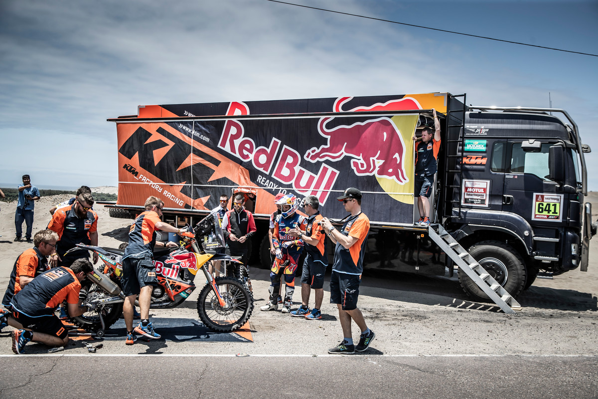 Courtesy of the     KTM Blog    , Tina Torelli, Red Bull KTM Rally Factory Racing Team Dakar 2019 © Marcin Kin