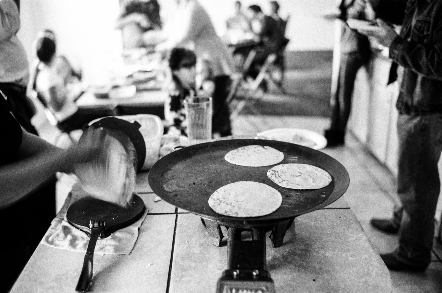 chela_making_tortillas_2.jpg