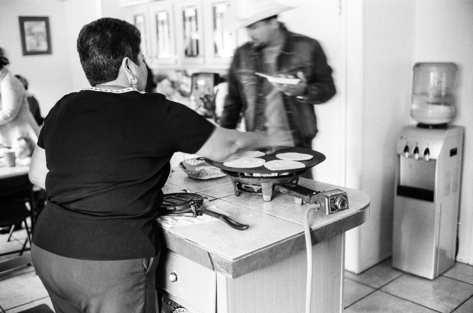 chela_making_tortillas_3.jpg