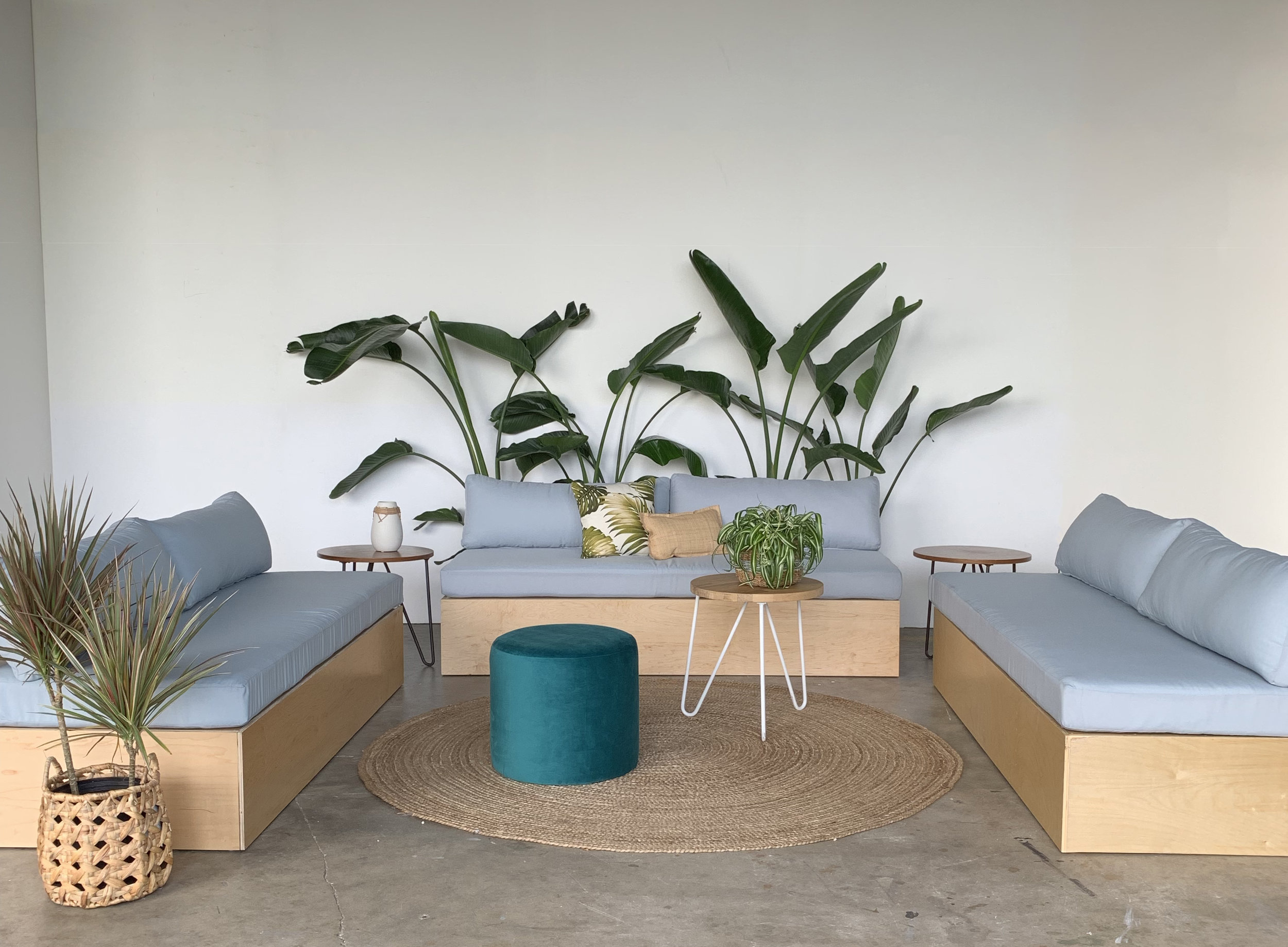Meadow-sofa-Ronen-rental-RTL.jpg