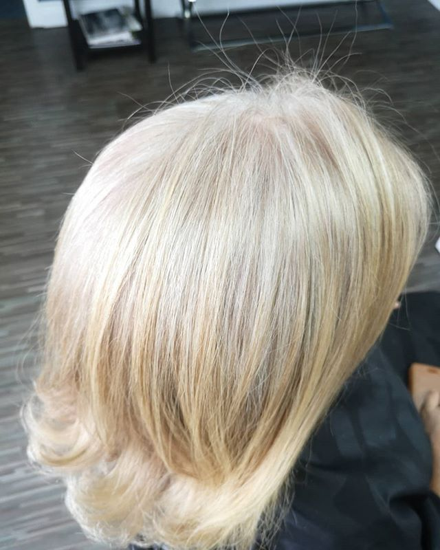 Grey blend on point, helping this lovely lady transition from fully blonde to a softer more natural grey look #salon101rocks #greyblending #schwarzkopfsilver