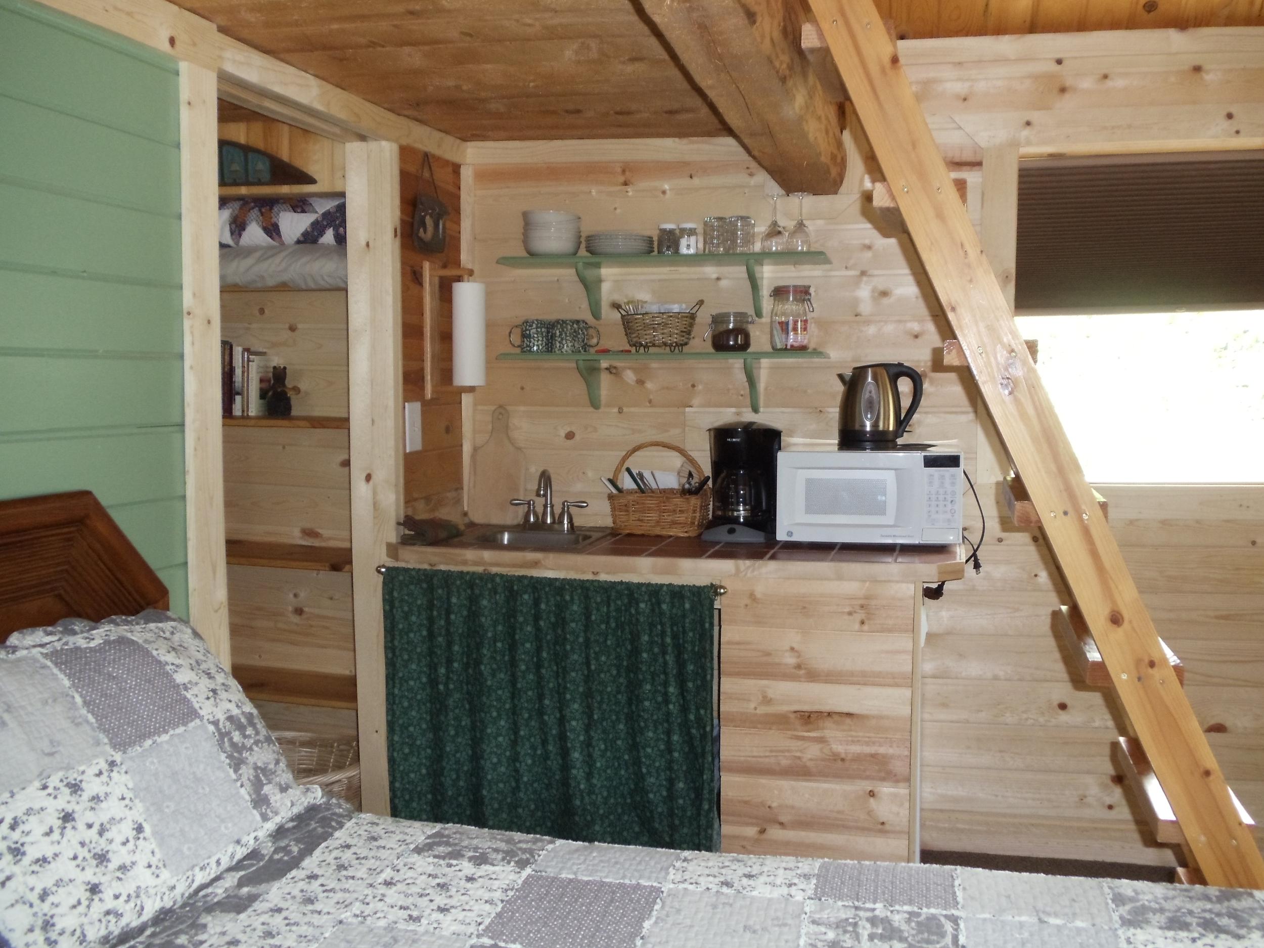 cabin kitchenette 2.JPG