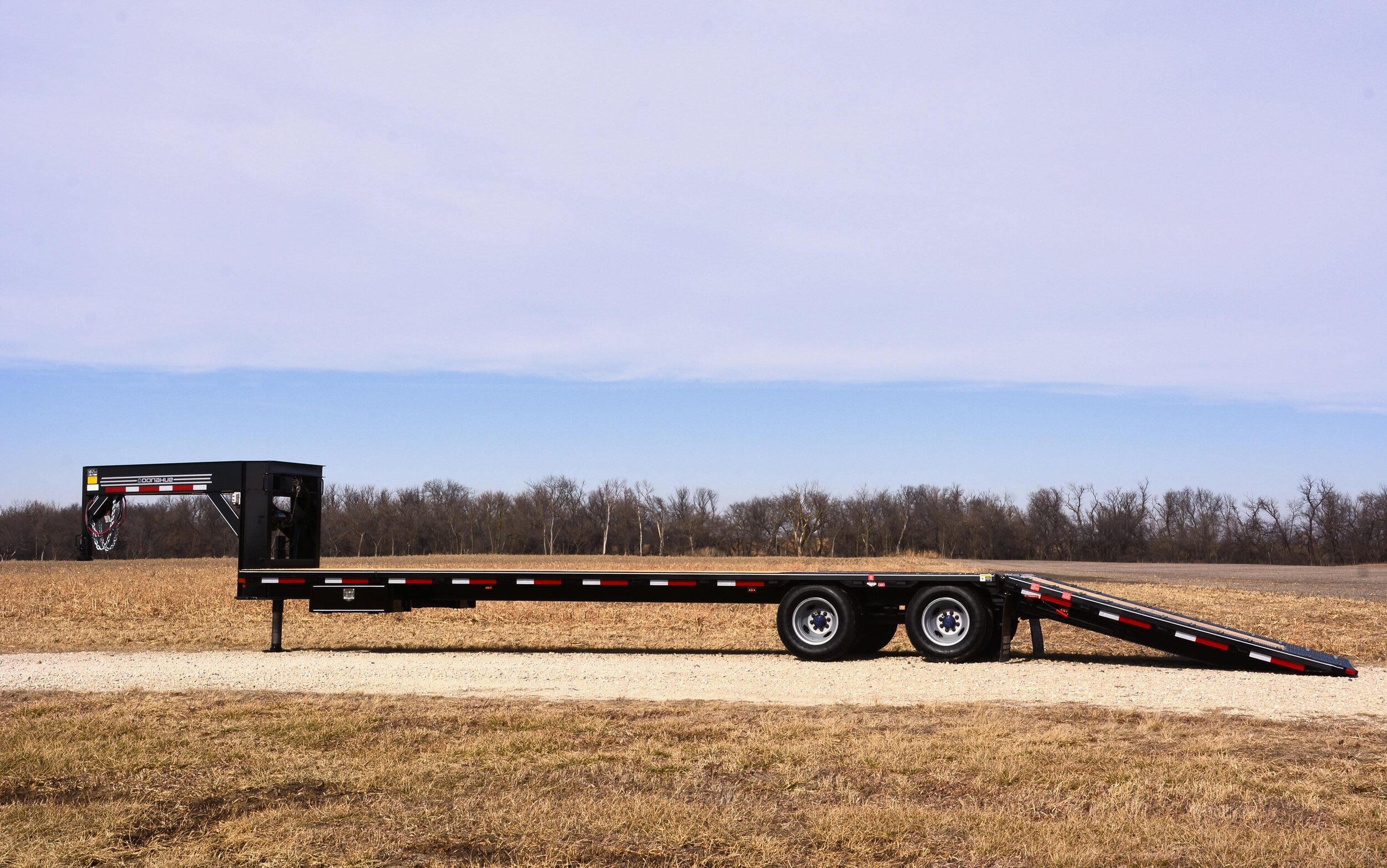 HYDRAULIC DOVETAIL TRAILERS