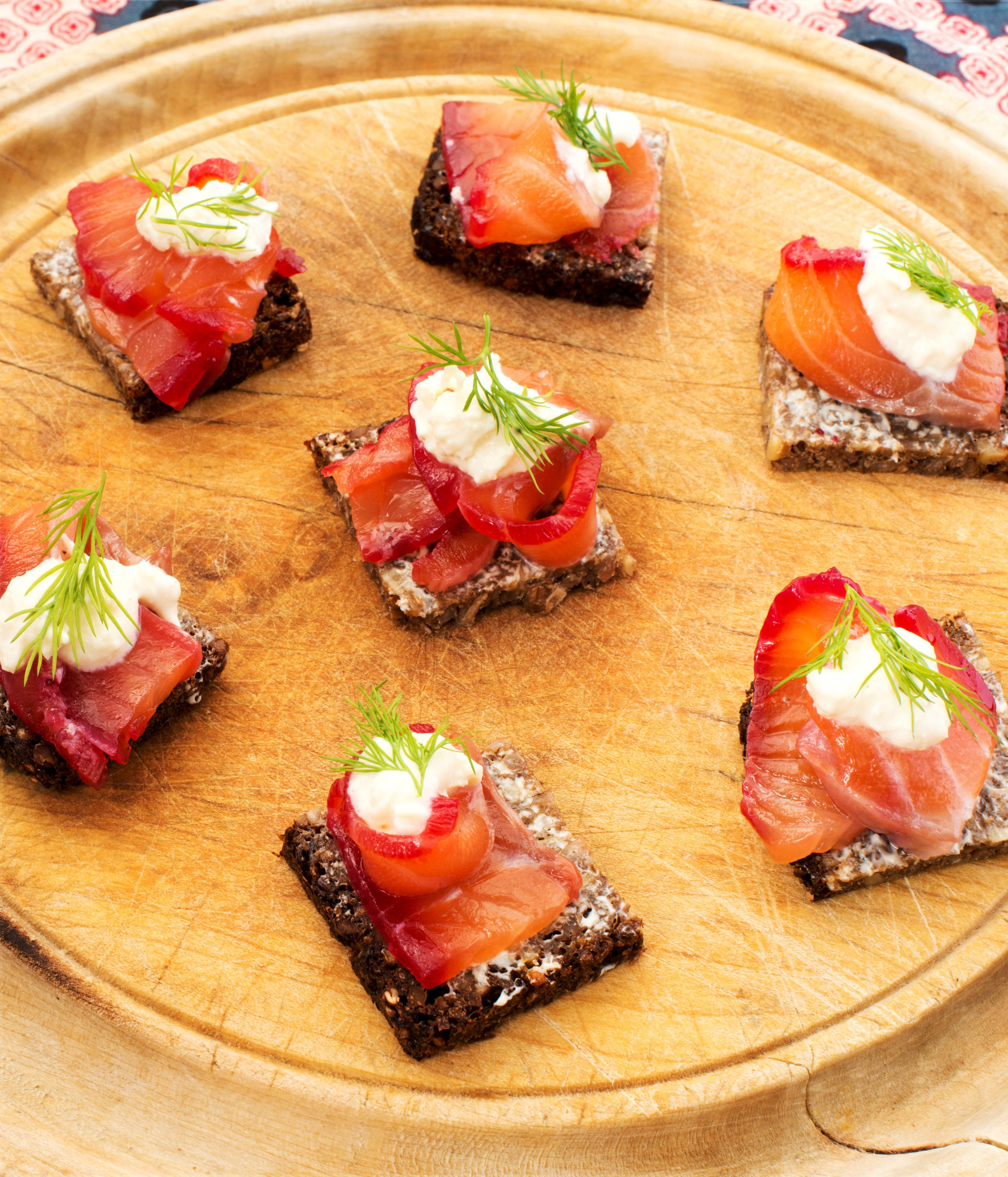 Beetroot cured salmon with horseradish cream on pumpernickle