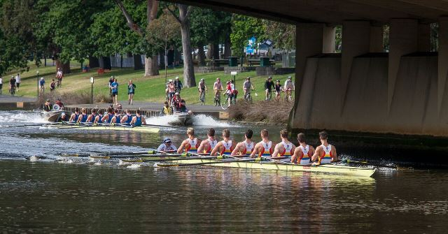 Aus Boat Race 2015 - men's eights - Sydney held and early lead over Melbourne University