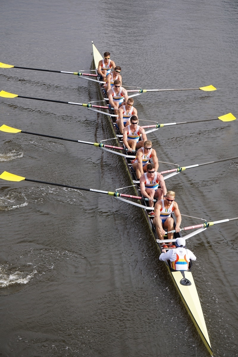 2015 Men's Boat Race Eight passing under Swan St Bridge on the Yarra