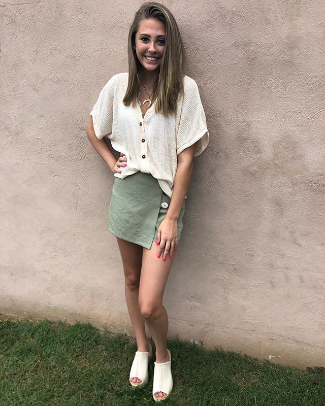 Looking for something to wear on date night or family beach pictures? We have the perfect outfit for you! Come and visit us Monday-Saturday from 10am-6pm!🤩☀️