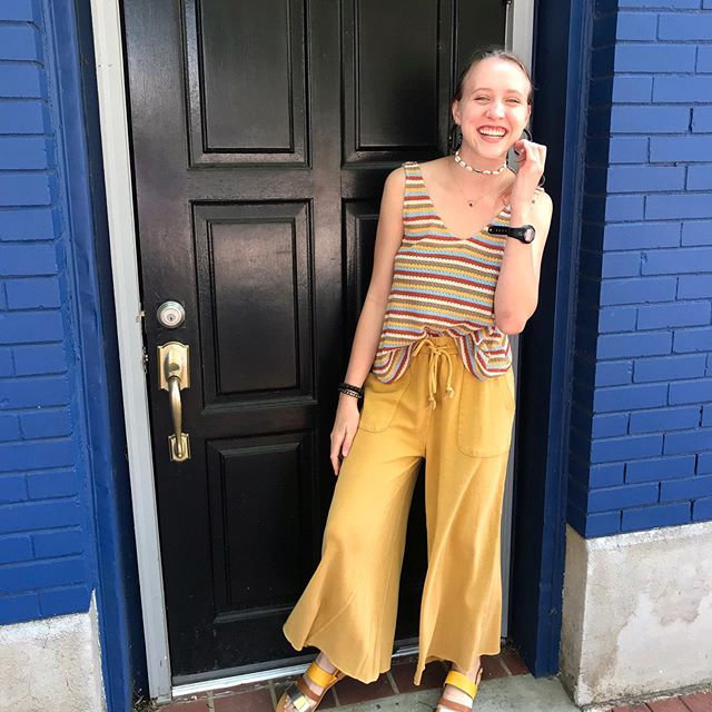 You can't stop smiling while wearing these amazing mustard yellow pants! 🌞 🌻 Come grab a pair from 10-6 today!