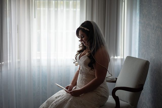 Loving this subtle moment at the Simsbury Inn. Unexpectedly Beautiful, Unexpectedly Affordable #ctweddingphotography #ctweddings #affordablephotography #simsburyinn #simsburyct #simsburyinnwedding