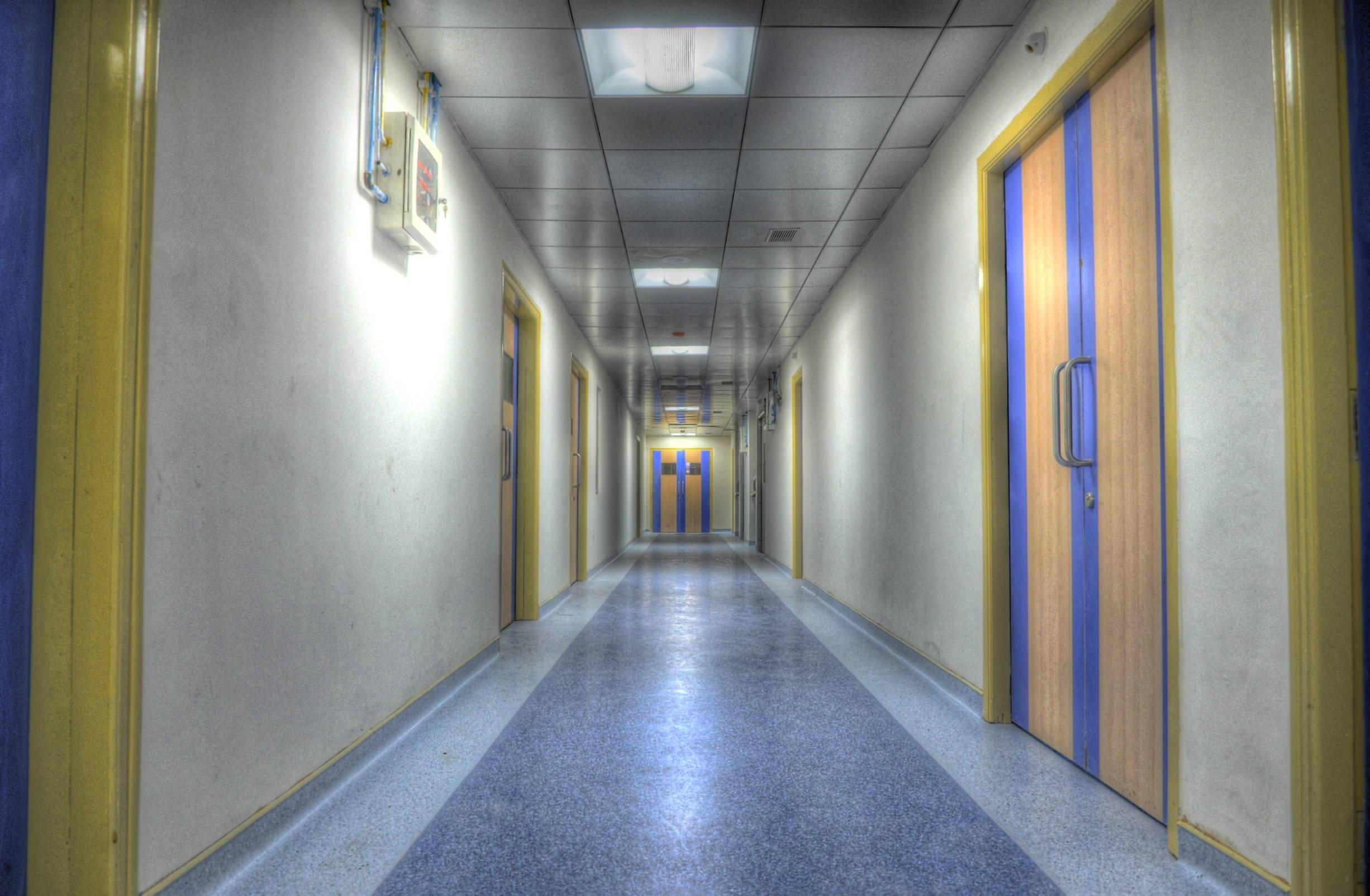 hospital-555092.jpg