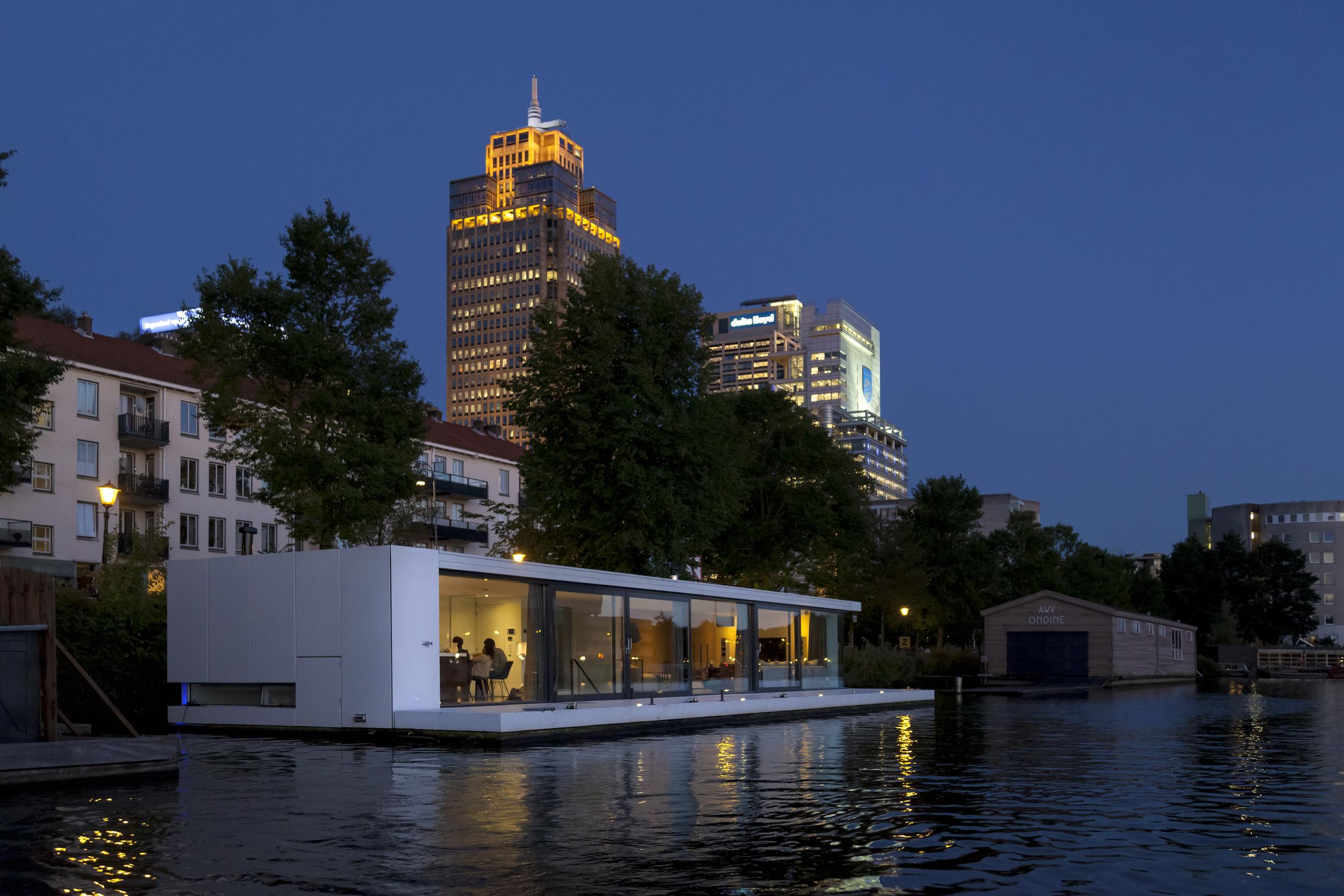Watervilla Weesperzijde by +31 Architects, photo by Ewout Huibers