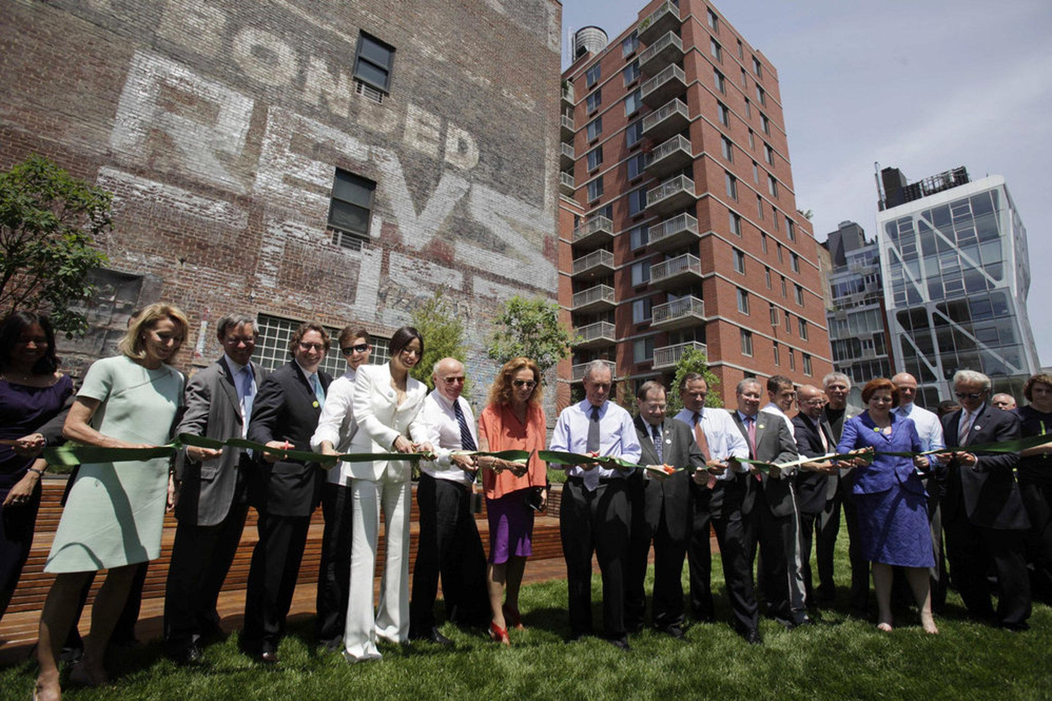 The High Line opening ceremony with mayor Bloomberg in the center