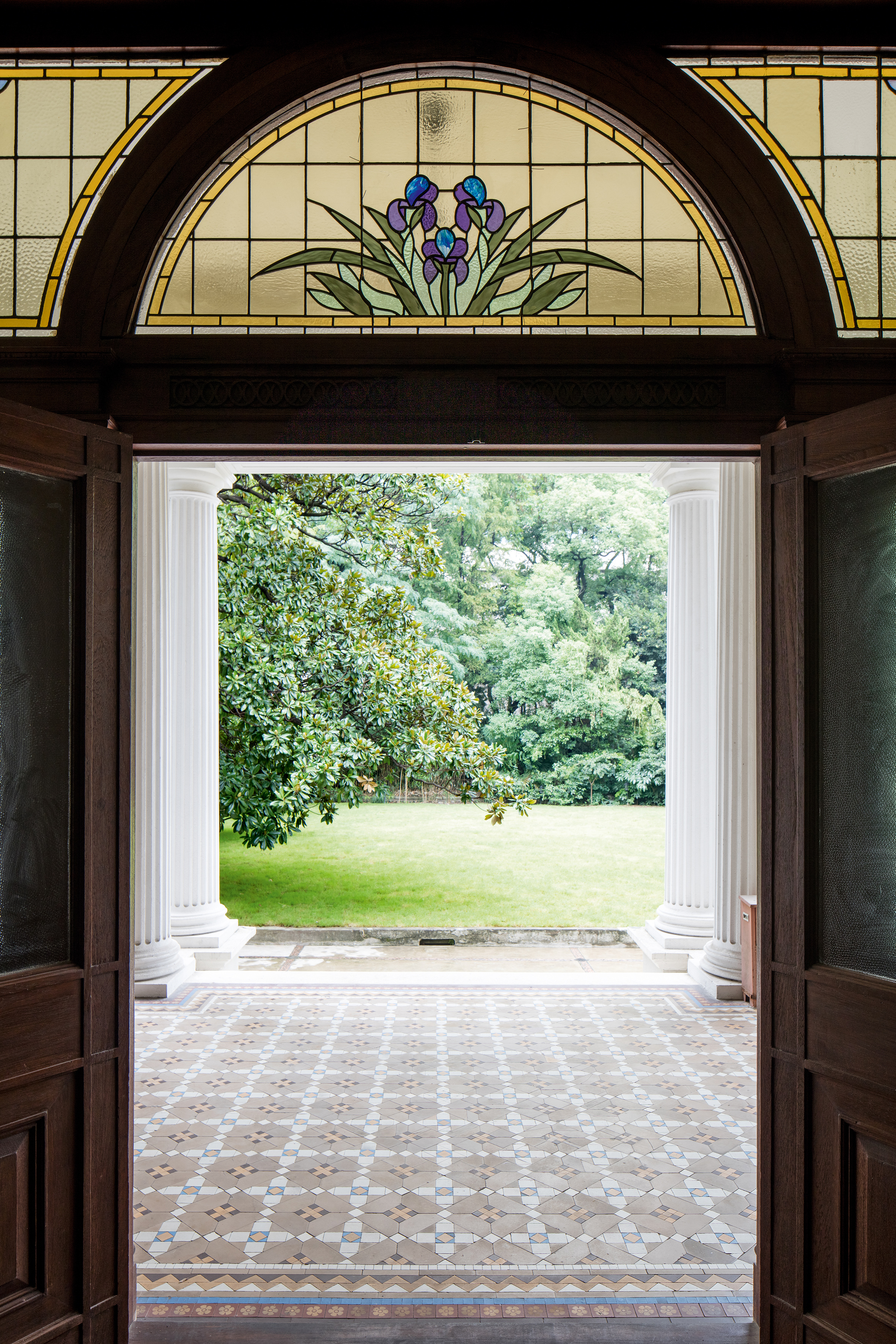Early 20th-century embellishments draw the eye and are a nod to the gardens beyond