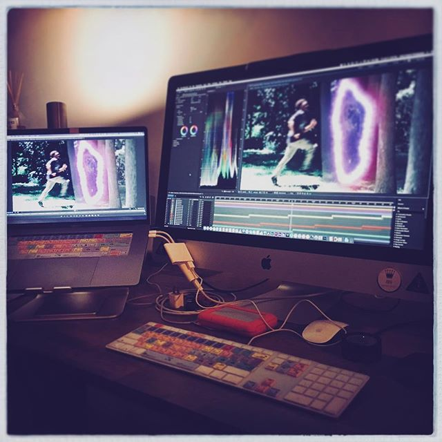 🎆👌 Wrapped up another visual⚡️💻🎞 • • • • • #director #cinematographer #videoeditor #nyc #brooklyn #filmmaker #photographer #contentcreator #creativeentrepreneur #film #videomarketing #energy #digitalmarketing #branding #artofvisuals #directorofphotography #creative #filmmaking #Photooftheday #filmeditor #vfx #workstation #macbookpro #iMac #aftereffects #adobe #logickeyboard #lacie #JohanOspinaPhotography #DirectingEnergyandMasteringLight