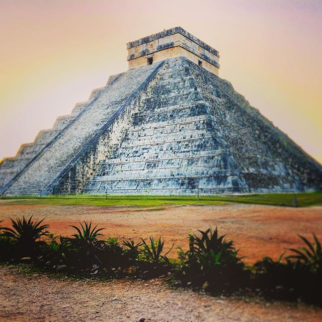 🌞 EL CASTILLO | The Pyramid of Kukulcan 🐍 Chichén Itzá 🇲🇽 • • • • #travelphotography #pyramid #kukulcan #mexico #yucatan #pyramidofkukulcan #chichenitza #chichenitzá #chichenitzamexico #moors #mayan #featheredserpent #mesoamerica #temple #mayantemple #yucatanpeninsula #johanospinaphotography #traveling #travelphotographer #ancientarchitecture #explore #adventure #wanderlust #exploretocreate #traveltheworld #traveler #photography #explorepage #photooftheday #newyorkphotographer