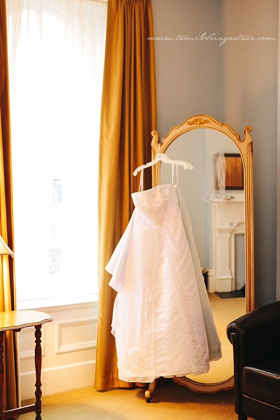 Wedding dress with gold mirror and gold curtains