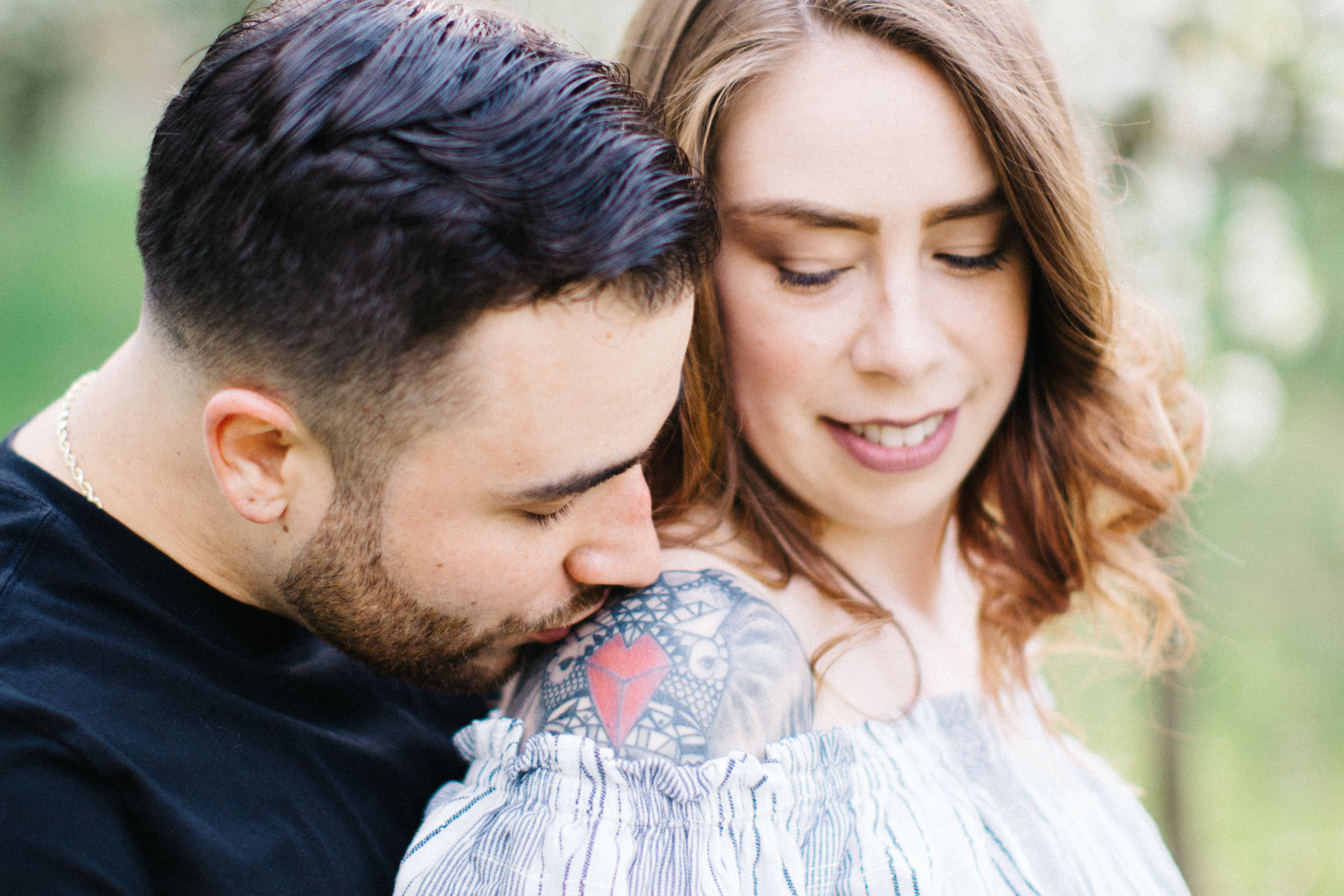 Engaged_couple_Shoulder_Kiss