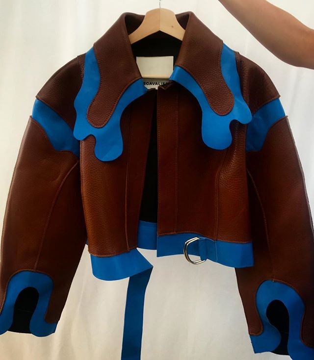 Magnifique jacket by Canadian designer Marie-Ève Lecavalier. Previous winner of the @chloe Prize here in 2018 and semifinalist for the LVMH Prize earlier this year in Paris. An exciting talent for the future! #Hyeres34
