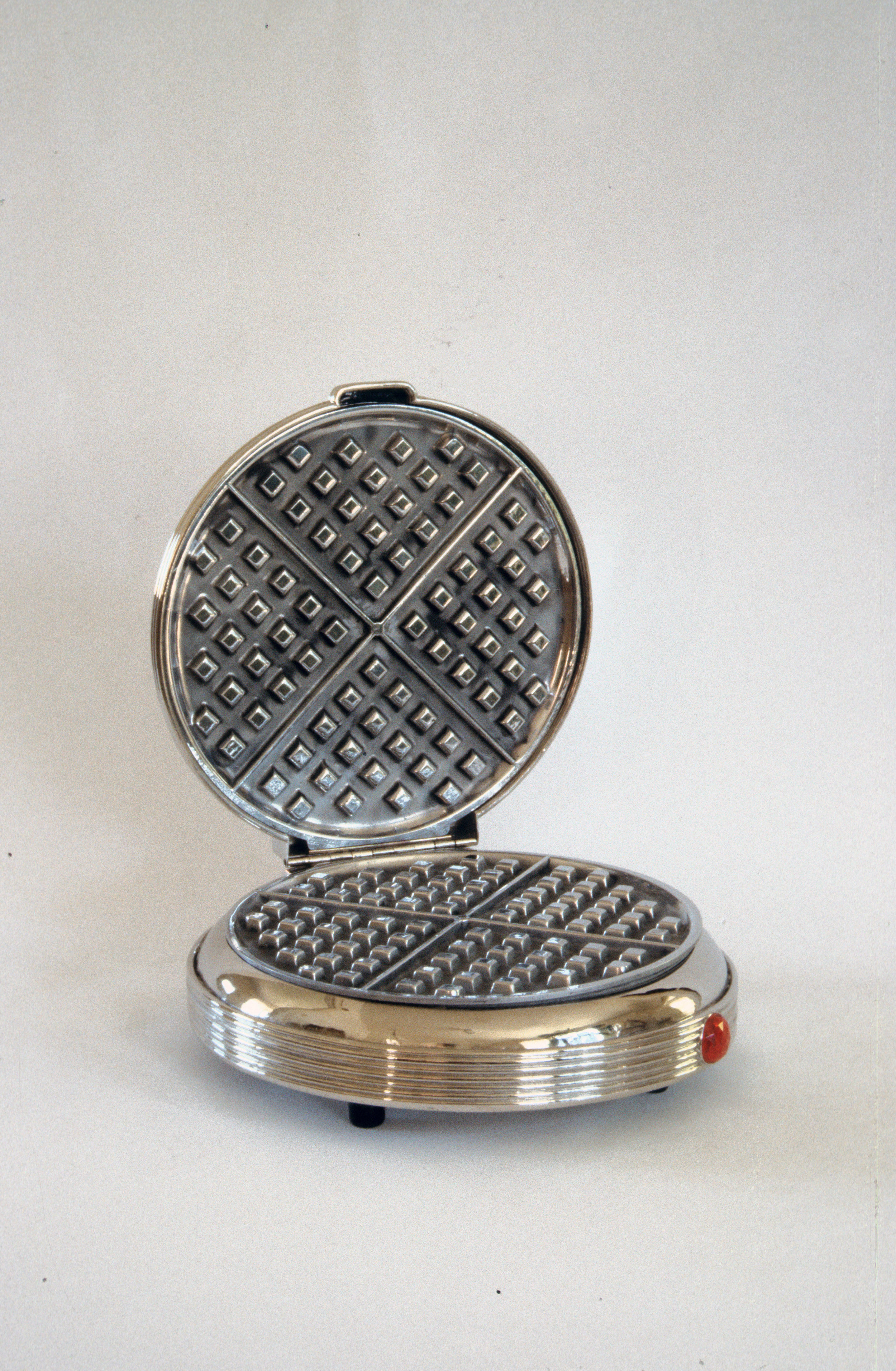 Quilted Iron and Honeycomb, True Grid view of the  waffle iron e