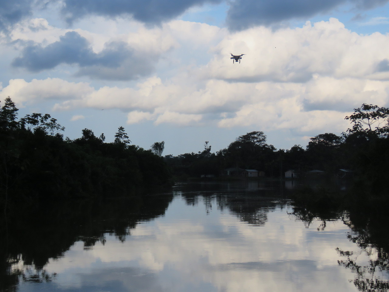 Our drone hovers over the Rio Eiru before returning back to the houseboat after a mission to map a nearby forest and igarape. Foto by Laura K Marsh