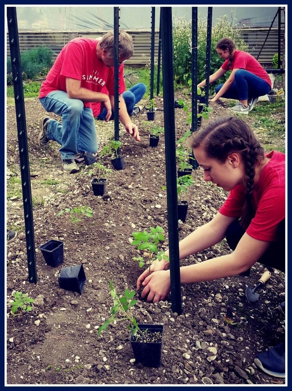 Elan Ministries volunteers plant seeds at Garden on Marais