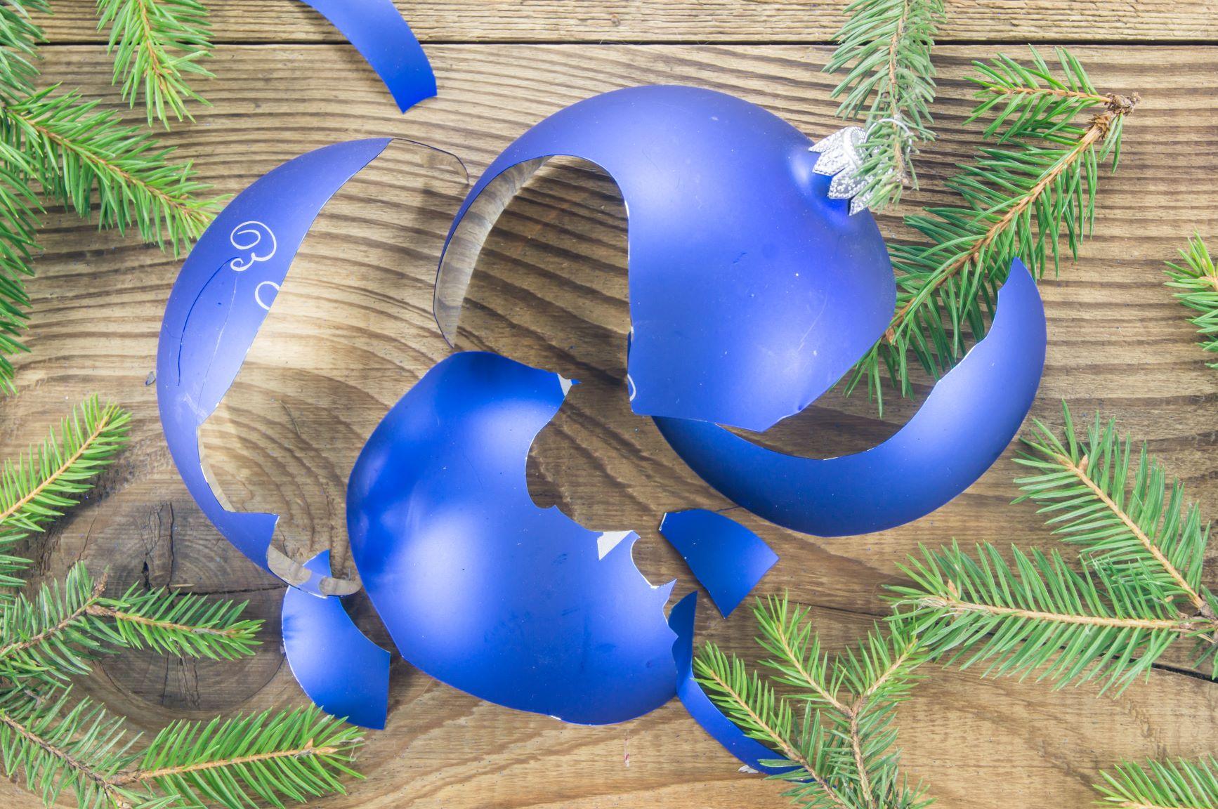 Broken-ornament.jpg