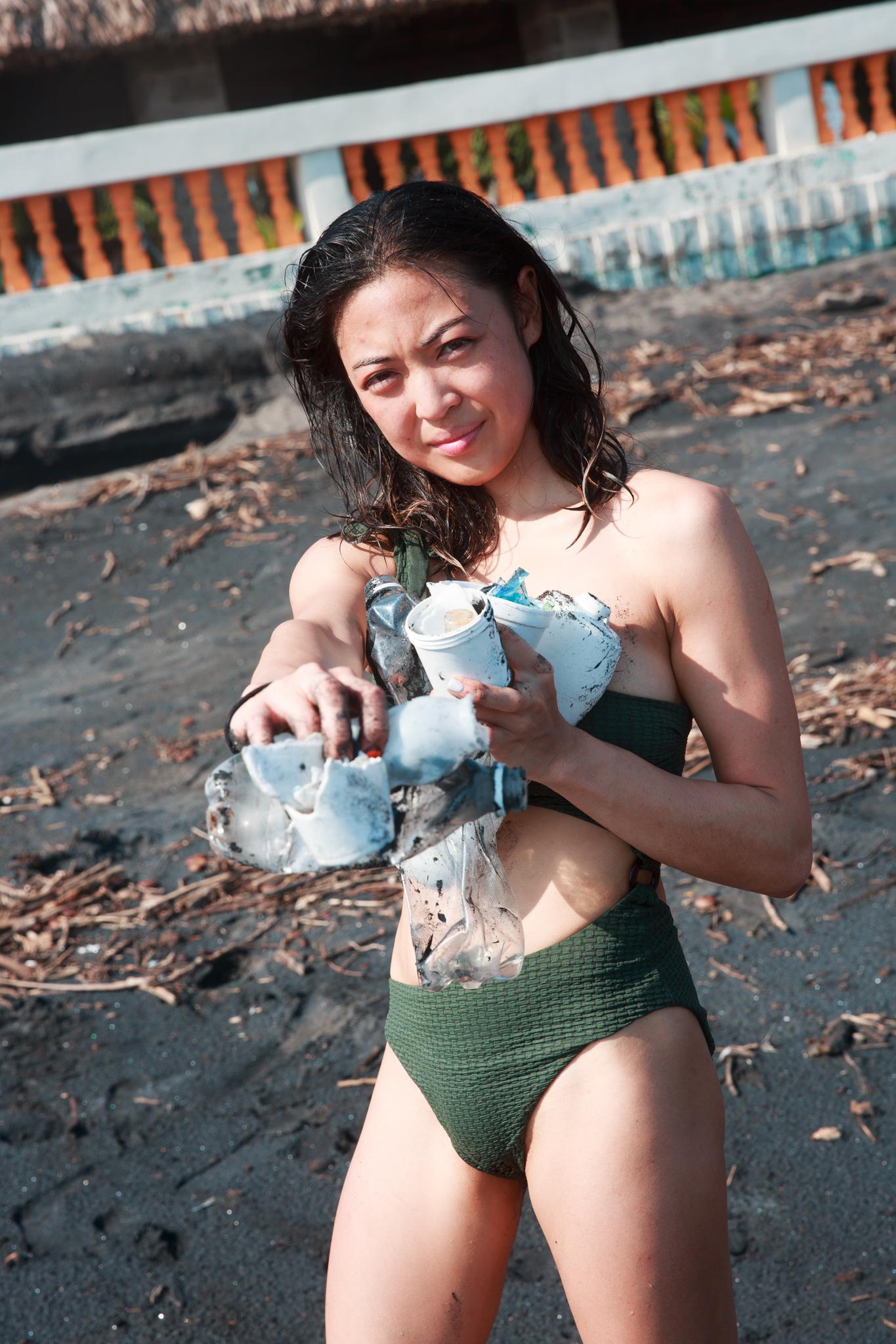 El Salvador beach cleanup