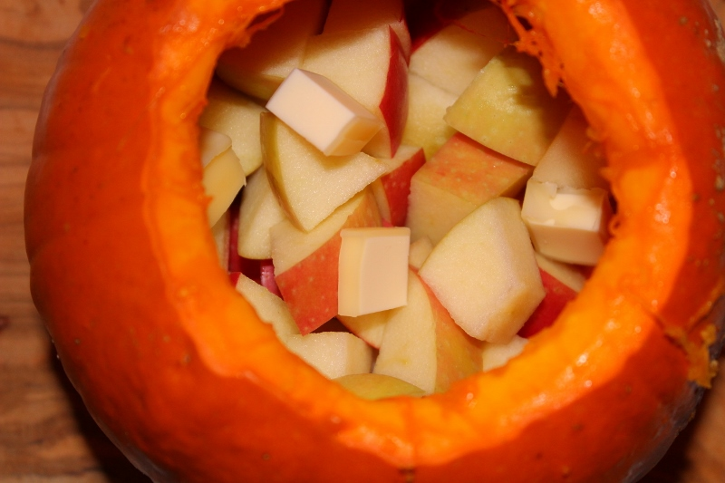 Pumpkin with apples