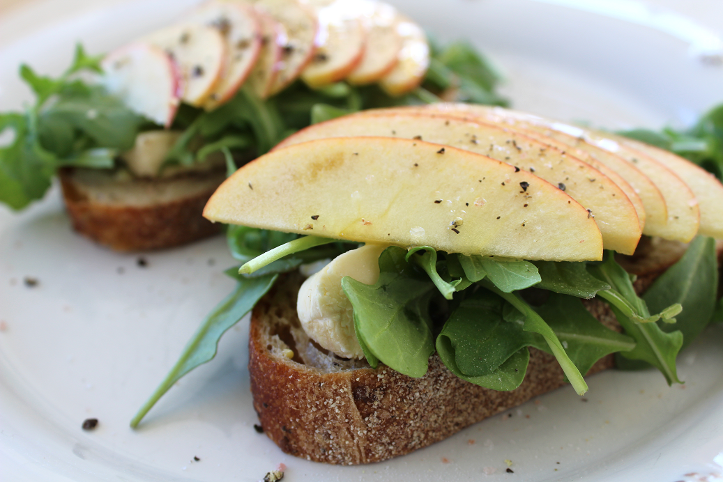 Apple, Brie, Arugula Open Sandwich.png