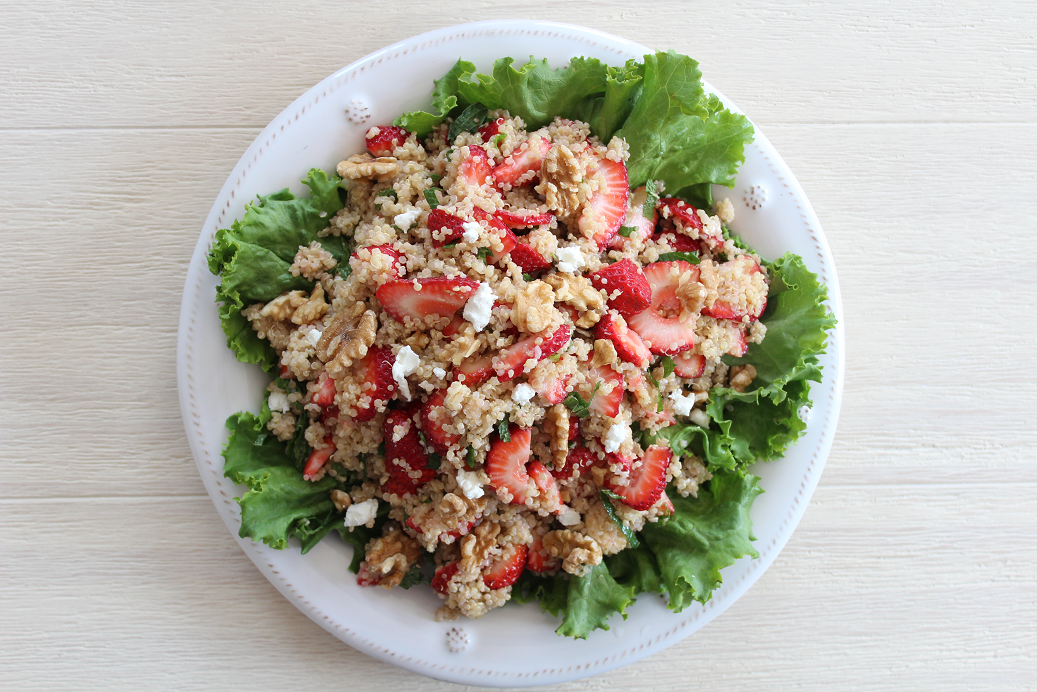 The ultimate healthy meal prep recipe! Strawberry Quinoa Salad with Fresh Mint and Creamy Goat Cheese (GF, Vegetarian) is simple, quick, and easy!