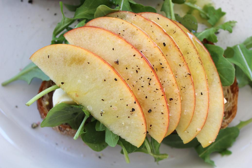 Apple, Brie, Arugula Open Sandwich 2.png