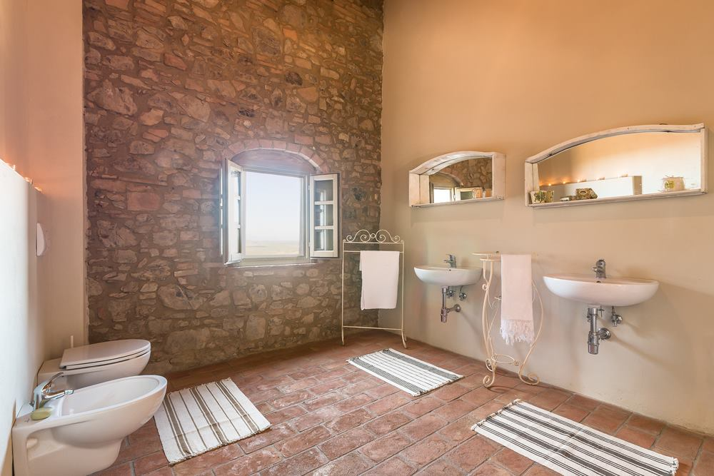 Suite 1 Bath.jpg