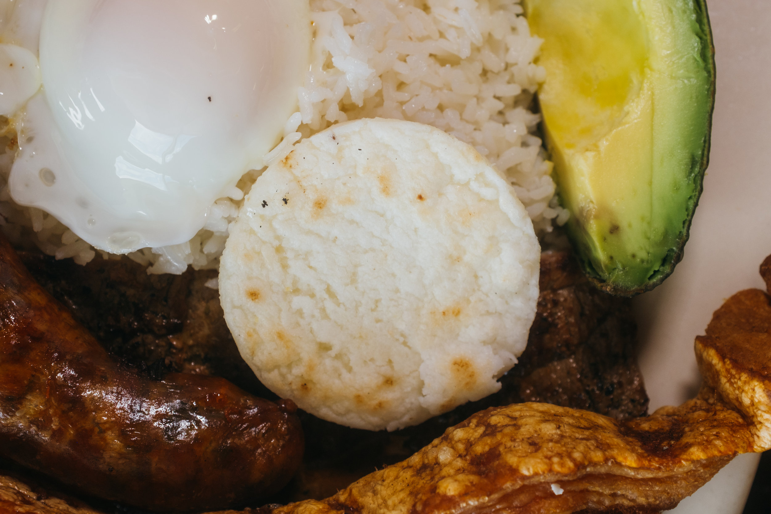Arepa: a small biscuit that has several regional variants and applications.