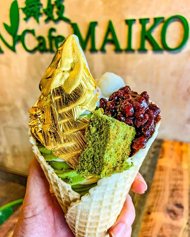🇯🇵 A matcha made in heaven 👼🏼 and it's so [au]some 😂🙄 I'll forever rep Matcha Cafe Maiko's matcha soft serve! I crave this stuff!! 💚. . 🍦Swirled matcha + vanilla cone w/matcha cake, mochi, sweet beans & GOLD! 💛. 🏬 @matchacafemaikohtx. 📸 @houstonsgotspice