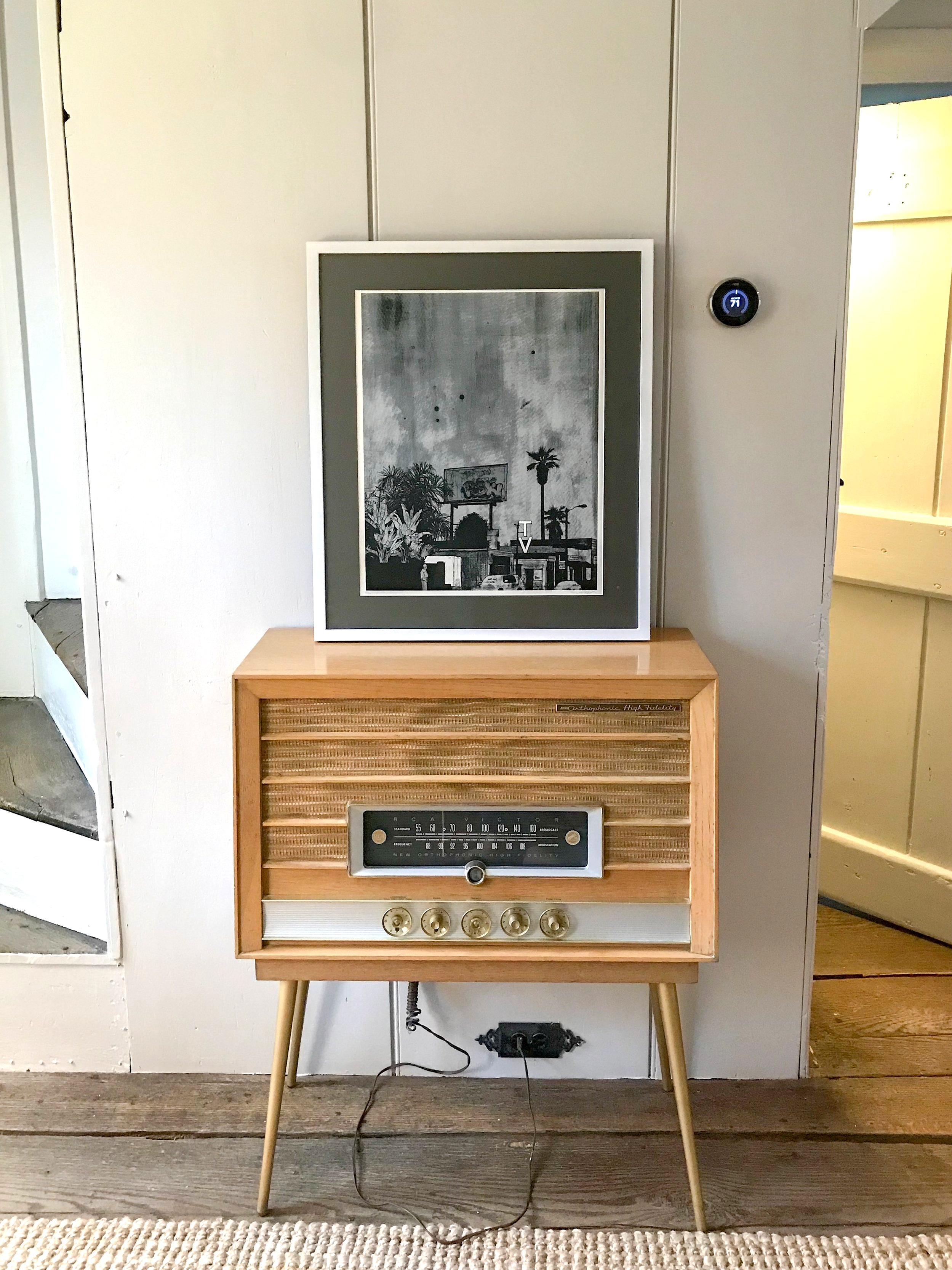 Antique+farmhouse+living+room+gone+Mod+with+vintage+radio+%28One+Room+Challenge%29+by+The+Rath+Project