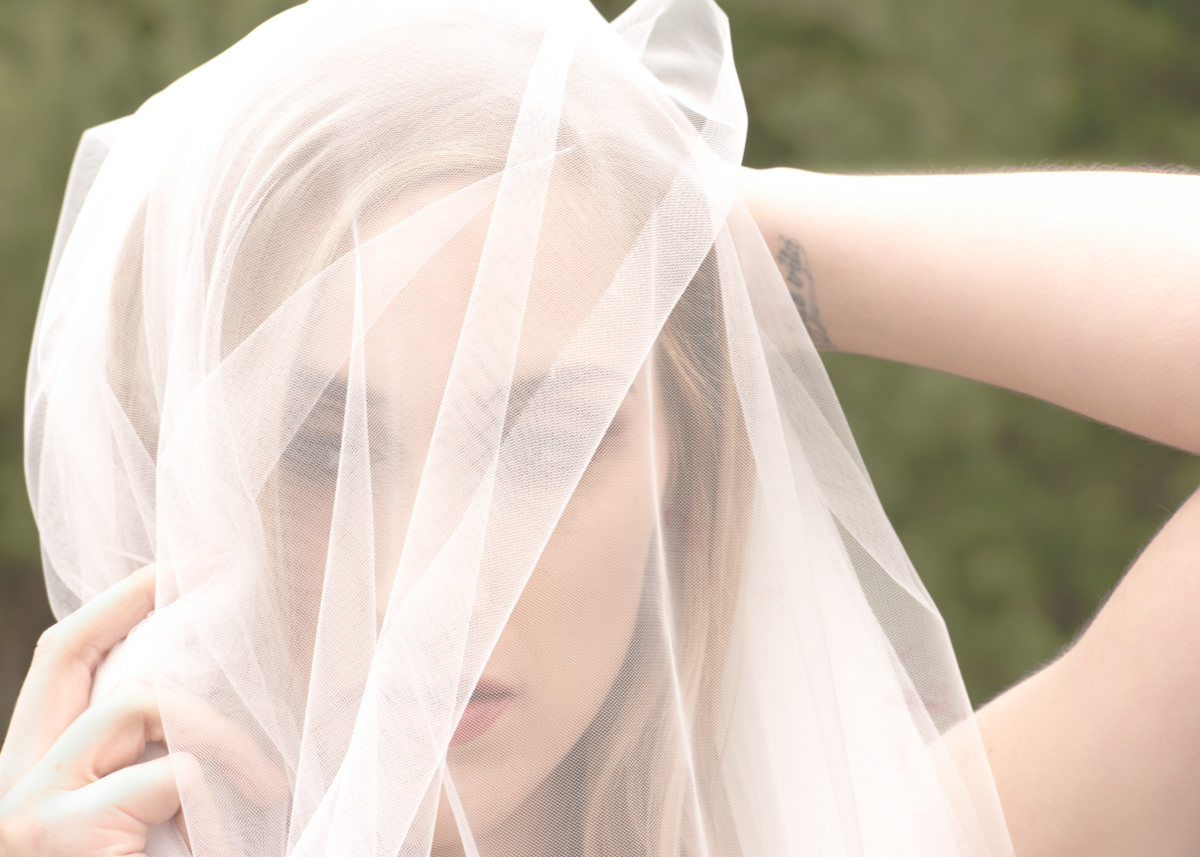 Bridal Portrait Veil Fine Art Wedding Woodinville Bellevue Outdoor.jpg