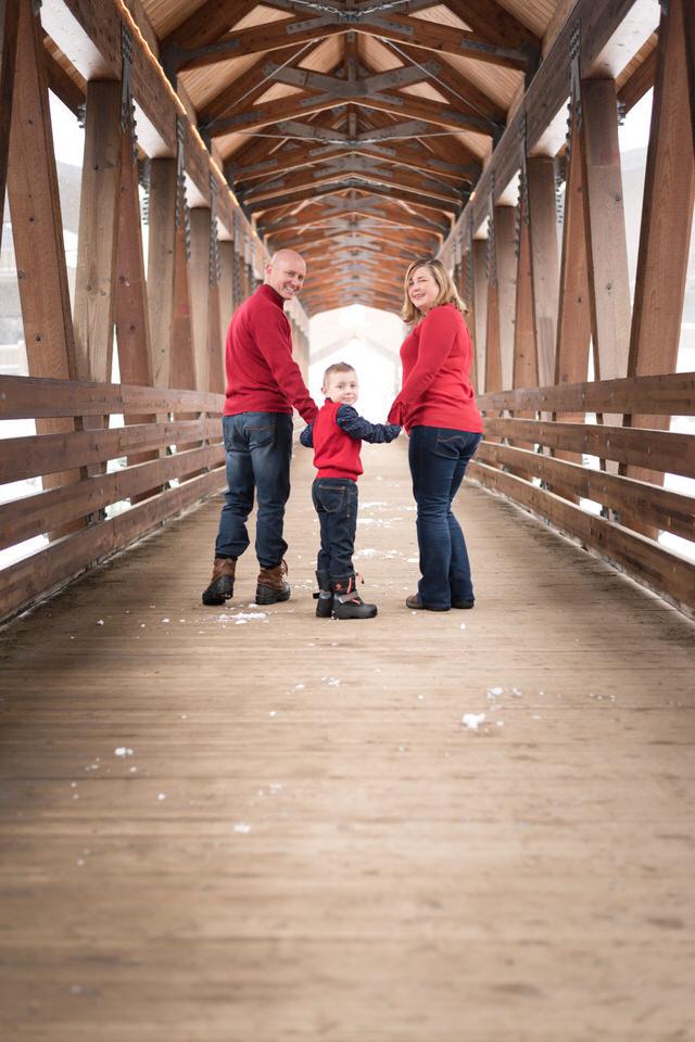 Alpental Bridge Snoqualmie Pass Winter Family Session C Servin Photographs -11.jpg