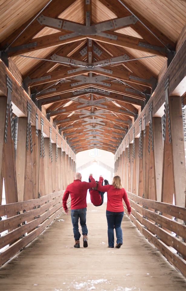Alpental Bridge Snoqualmie Pass Winter Family Session C Servin Photographs -14.jpg