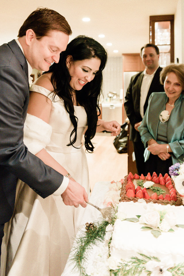Bride and Groom Wedding Cake Seattle Enumclaw Spring Christina Servin Photographs-2.jpg