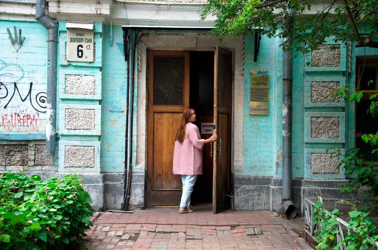 5.Blue_house.jpg